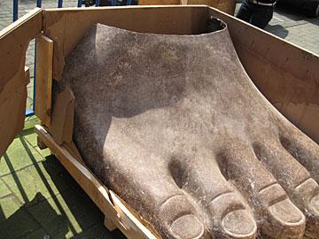 Susanne Kriemann en de voet van Ramses