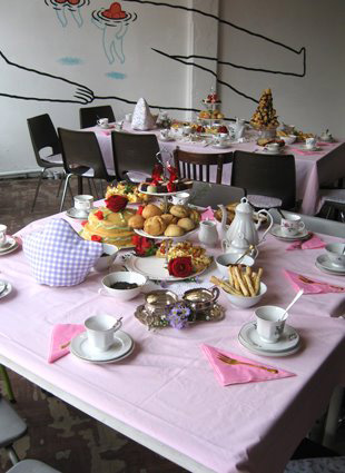 Zondag high tea dag in de Singer Sweatshop