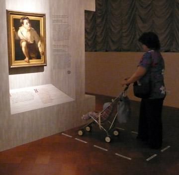 jongetje klimt uit schilderij