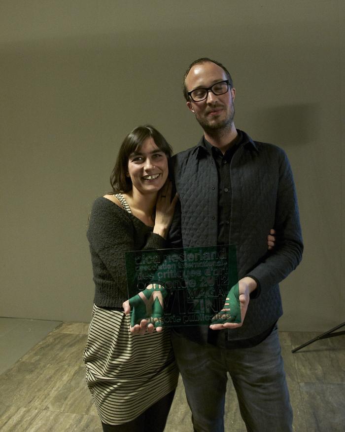 IMG_4407 Welmer Keesmaat met zijn vriendin Mila en de award