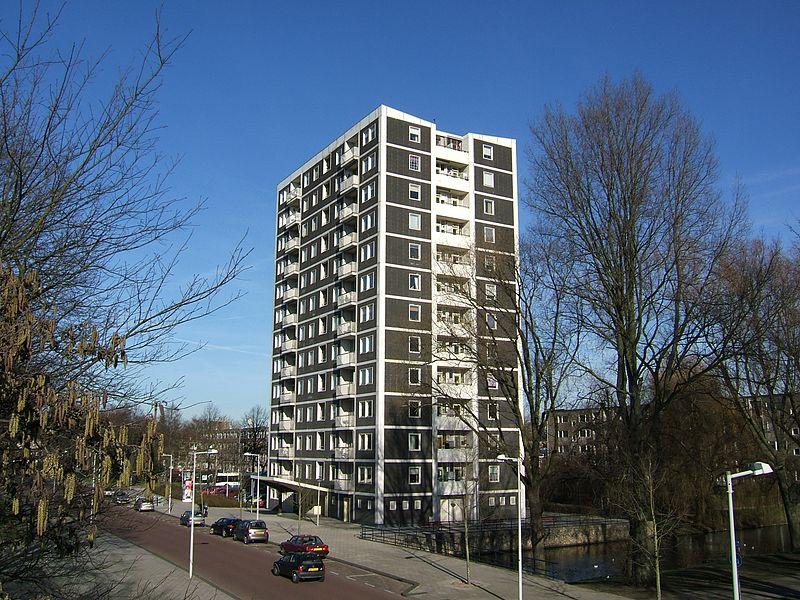 800px-Amsterdam_torenflat_van_Sloterhof