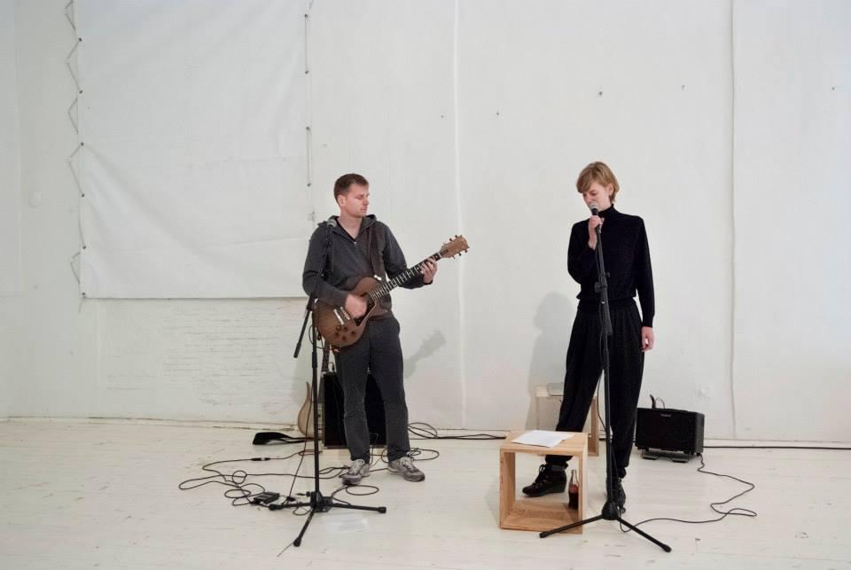 05 Bas Schevers en Hedwig Houben spelen ingetogen kunst-liedjes