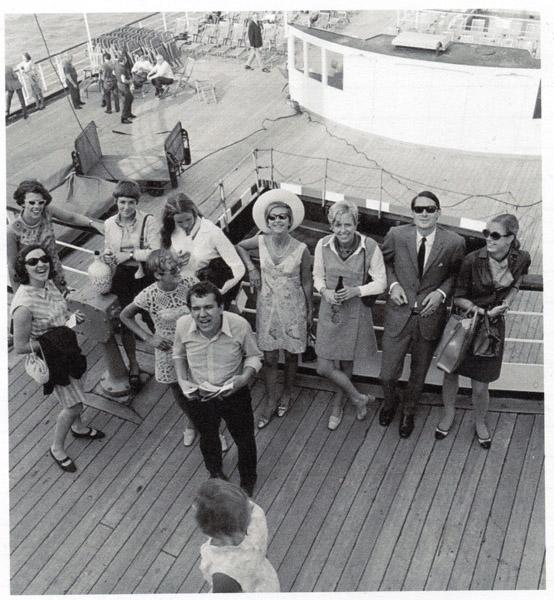 1968-farwelnienkevantussenbroek+vrienden-bootnaarNY168