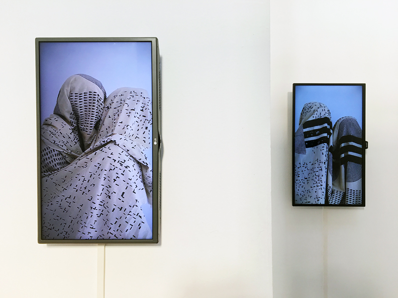 Monochromatic – Antonio José Guzman